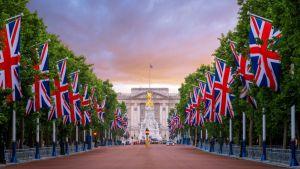 British bet on embankment