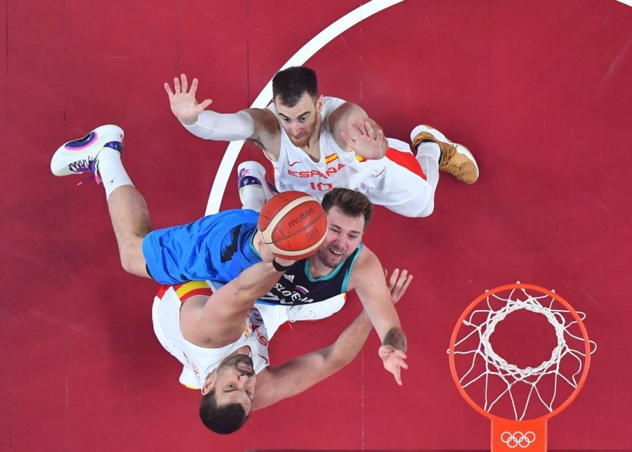 The battle now begins in the Olympic basketball tournament!